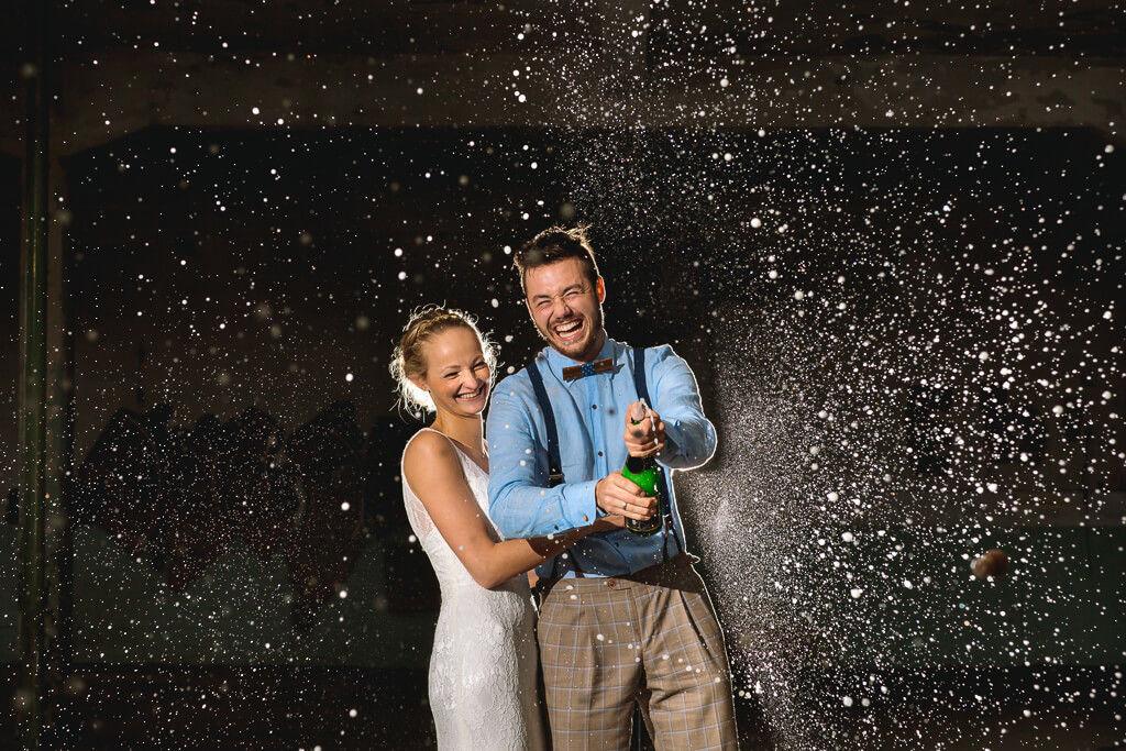trouwen in rotterdam champagne foto